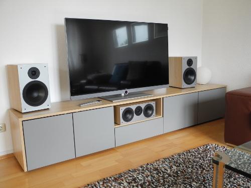 TV Lowboard in Buche mit grauen Fronten