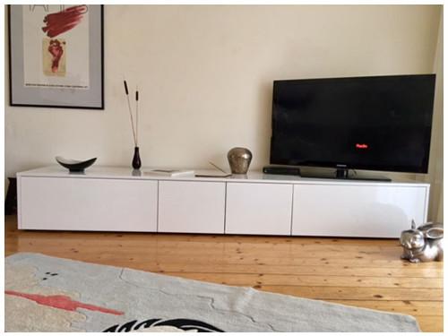 flaches TV Lowboard nach Maß im Dekor Weiß